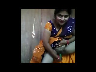 Indian housewife masturbating with cucumber