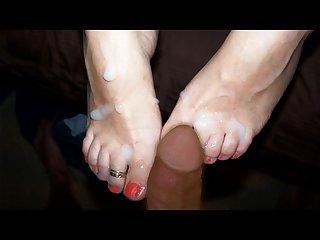 Joi italiano lecca i miei piedini sborrati ileniasexyblog