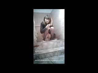 Teen sniffing her dirty pussy at the toilet