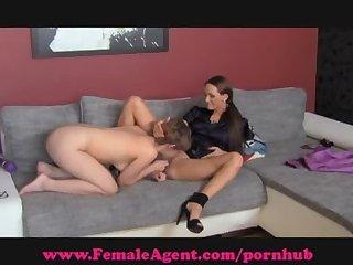 Femaleagent shy hippie tastes pussy