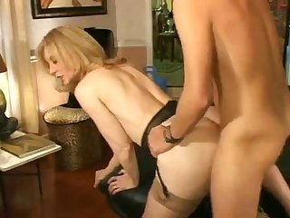 Ddg older cougar young men 42 nina hartley