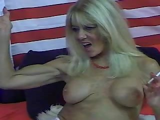 Webcam muscle milf 1 smoking and flexing