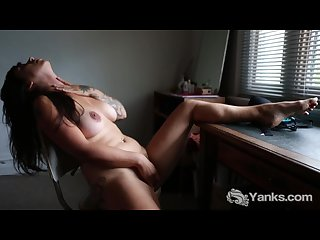 Hottie liandra masturbating her twat