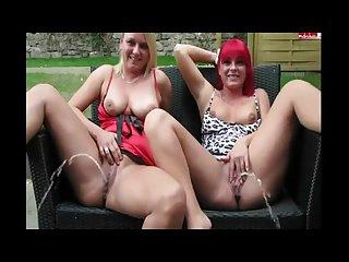 2 girl s pissing