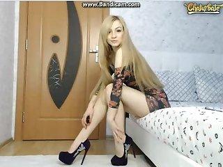 Romanian show ass her body