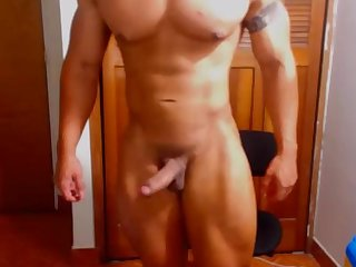 Romanian young bodybuilder from iasi jacks off big dick