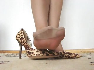 Polish shoe n nylons humiliation pov