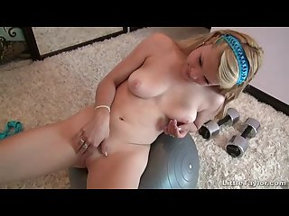 Little taylor spreads her pussy