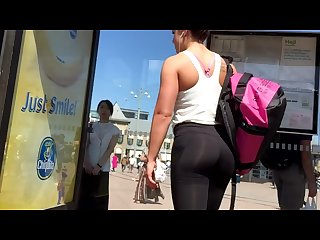 Hot teen ass in tight Leggings candid