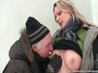 Daddy licks hot blonde whore in the park