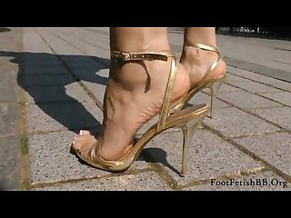 Close up veiny feet in golden stiletto on street loversheels pornhub