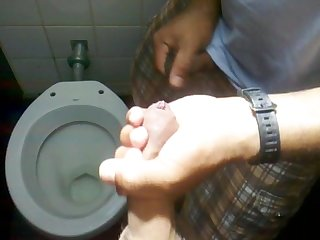 Pegao gay no Banheiro do terminal de laranjeiras