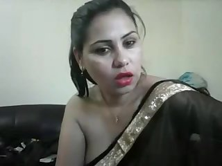 Hot Desi girl on cam showing boobs and teasing in a Saree with hindi audio