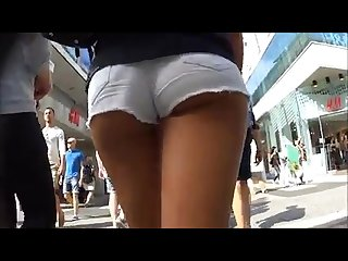 3 nice teens show her cheeks in mini shorts