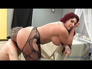 Kelli staxxx makes an old pervert worship her giant ass and feet femdom