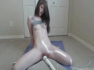 She cums with her hitachi