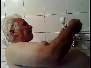 Papi en la ducha