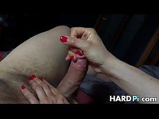 Babe gives nice handjob