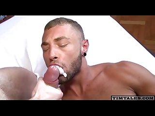 Pica grossa enchendo a boca do amigo de porra