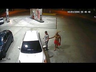 Capito da pm do amazonas fazendo boquete noposto de gasolina