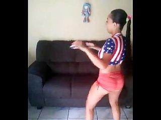 Brasileira danando funk