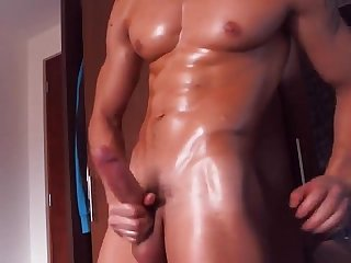 Bick dick muscle guy jerk off flexing more gaydudecams com