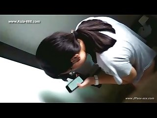 Chinese girls go to Toilet 27