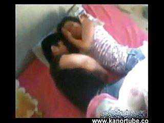 Nagpatira si nene walang paki kahit nanjan ang barkada www kanortube com