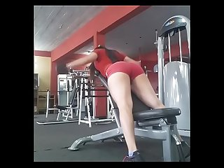 En el gym haciendome la cola