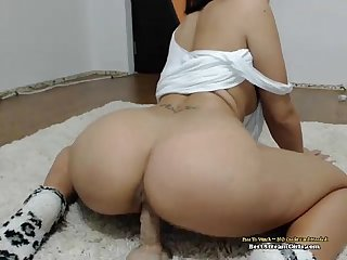 Beautiful amateur webcam brunette masturbating her pussy beststreamgirls com