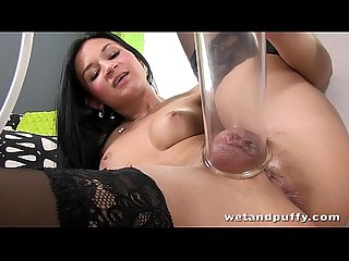 Incredibly HOT girl orgasms while using hitachi wand