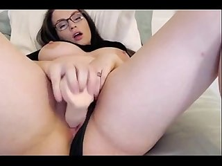 Busty Beauty Glasses Cum Free Webcam - combocams.com