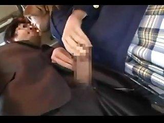 Jolie tudiante rousse sduit et baise un homme mr asiatique dans un train