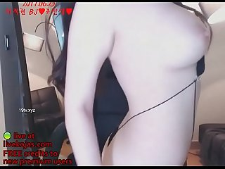Korean busty camgirl in hot bikini live at livekojas com