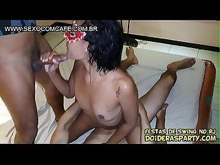 Novinha magrinha Julia Prado primeira vez no Porno fode com 2 dotados ao mesmo tempo Trailler