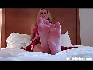 I will give you a footjob with my perfect feet