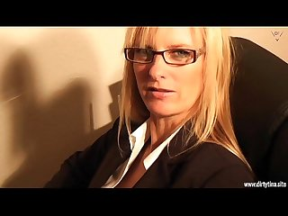 Dirty blond Secretary want to have fun