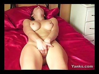 Hottie penellope masturbating