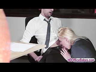 Lola Taylors gets fucked in her favorite missionary position