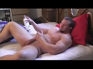 Muscle Stud Hunter Manning Jerks orgasms and shoots a load