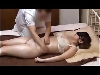 Japanese wife get a naughty massage 2