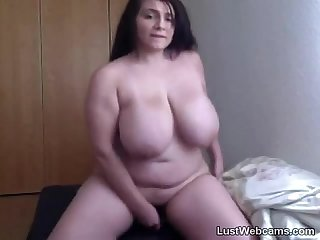 Sexy chubby babe toys herself on webcam