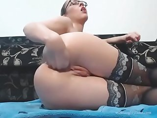 Camgirl lubes up for anal fisting watch part 2 wildnaughtycams com