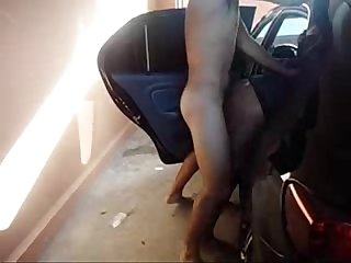 Puta com 2 na garagem