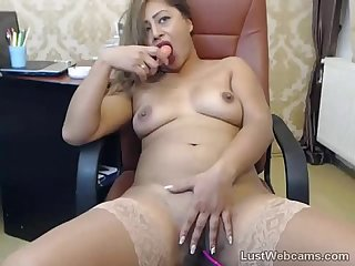 Latin MILF toys herself on cam