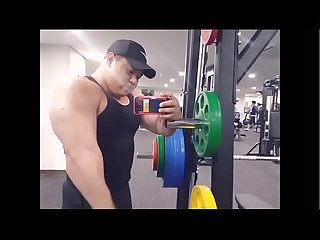 beefymuscleperiodcom - Coréen Mega Hulk lbracktagscolon Muscle Ours gay bodybuilder costaud