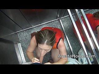 Fellations dans l ascenseur et vacances exhibe pour les voyeurs francais