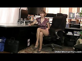 American Milf jamie foster gets turned on in pantyhose