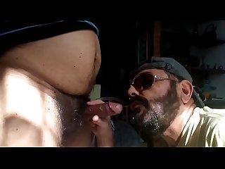 O Macho Maduro gemeu gostoso