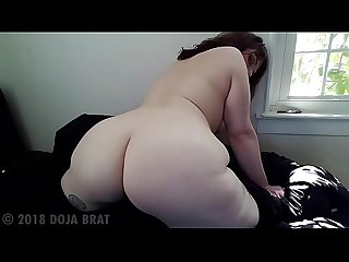 FAT ASS BRUNETTE TWERK